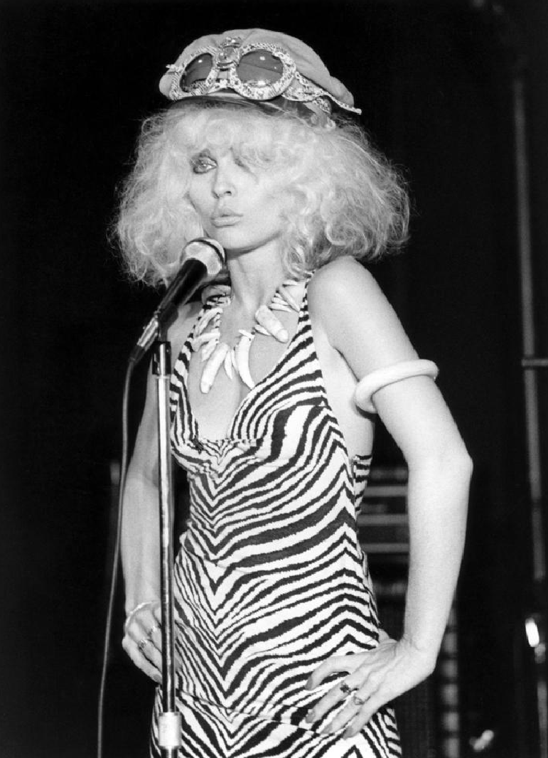 Debbie Harry NYC 1976 at Max's Kansas City photographed by Bob Gruen