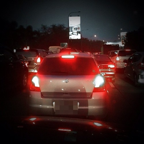 Macet! | #jams #trafficjam #cars #brakelights #red #dusk #highway #iphonesia #instago #instagood #statigram #bestoftheday #photooftheday #instagramhub #instafamous #instamood #all_shots #webstagram #gang_kaskus #aic #ikaskus #kaskus #blackandwhite #blackwhite #bw #color (Taken with instagram)