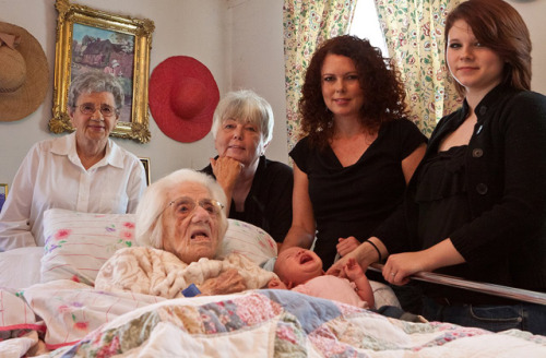 laughingsquid:  Six Living Generations of Daughters, From 7 Weeks to 111 Years  That's amazing