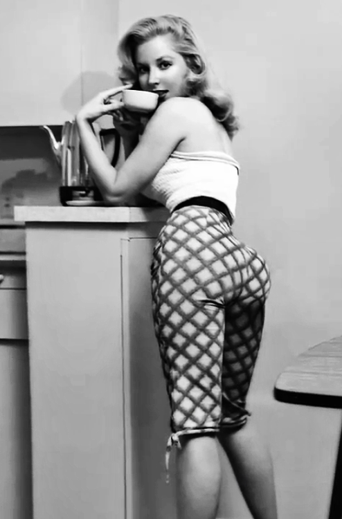 vintagegal:  Betty Brosmer c. 1950's