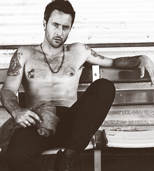 5/100 pictures of Alex O'loughlin