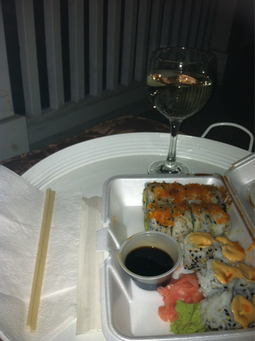 Chillen in the best way: take out sushi, a lil bubbly and relaxing on the balcony. Summers here!