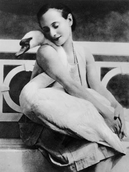 ryanishka:  Anna Pavlova and her pet swan, Jack, circa 1905