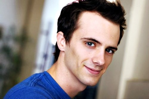 lovesbrianholdenforever:   100 pictures of brian holden - 04  asdfghjkl; -flails- so cute!  I don't understand how ONE HUMAN can be SO attractive.