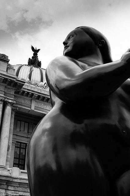 Botero platica con el angel on Flickr.