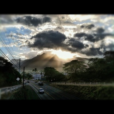 I love my town… #wailuku #maui #hawaii #running #sunrays #sky #instaset #instagram #instasun #action  (Taken with instagram)