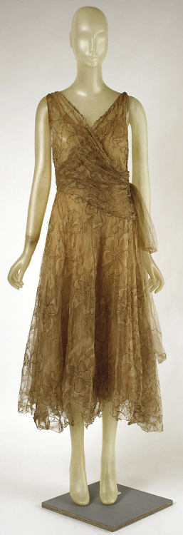 omgthatdress:  Cocktail Dress Madeleine Vionnet, 1920s The Metropolitan Museum of Art