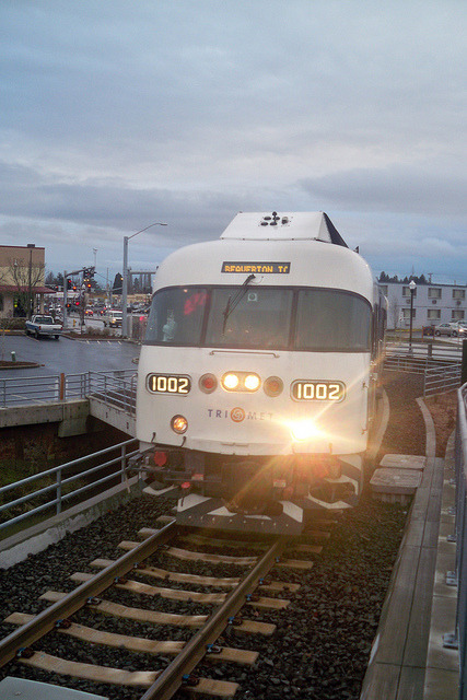 Trimet WES US Railcar DMU #1002 on Flickr.Via Flickr: Railcar approaching the Beaverton Transit Center WES platform before reversing direction for Wilsonville.