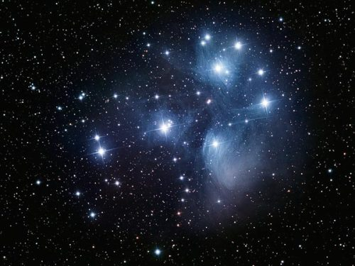 fyeahuniverse:  M45 | The Seven Sisters  As one of the brightest known star clusters, it contains around 3,000 stars and is located around 4,000ly away.  (Image credit: Greg Parker)