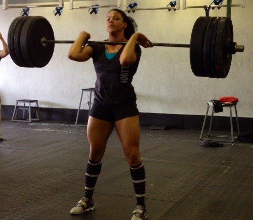 Elisabeth Akinwale performing cleans. Legs of steel only made through hard work!!! I can't wait for mine to look like that :-)