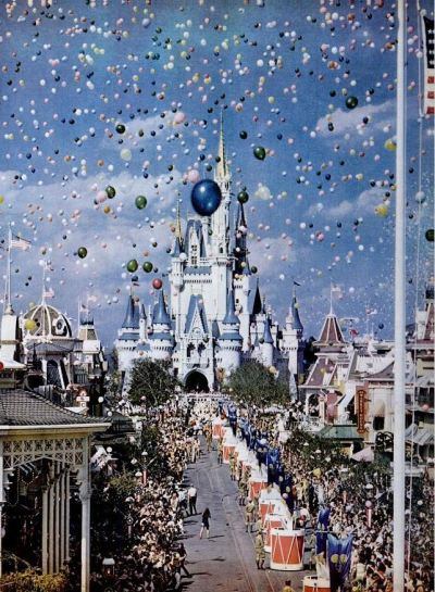 crystalmeowth:  mikasavela:  Opening day at Walt Disney World, Florida. Life Magazine, December 1971.  akfjklasjdl awwwwwww