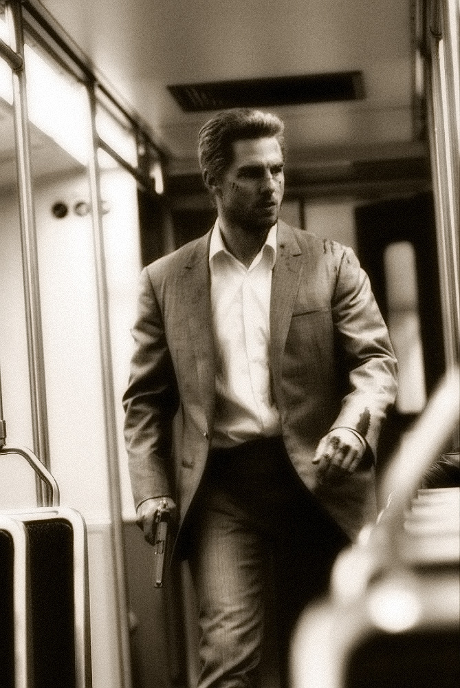 gunsandposes:  Tom Cruise in Collateral, 2004, directed by Michael Mann.