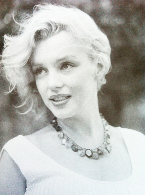 alwaysmarilynmonroe:  Marilyn photographed by Sam Shaw in 1957.