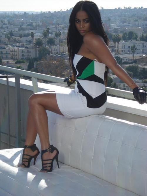 Next celebrity look i would ike to dup is lauren londons green blk white dress, the best part of actually duping celebrity looks is that your getting that hollywood stylist that cost major bucks right in the privacy of your own home. i have yet to find a beautiful dress simiar to the ne she has on but still looking :)