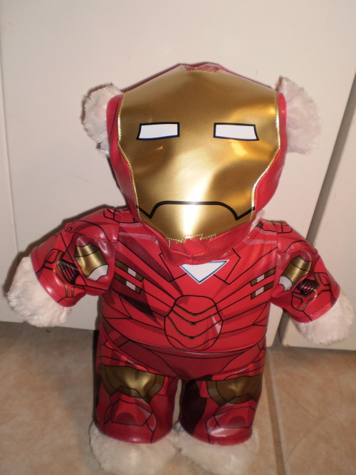 I know I am 20 but when my dad's friend got me this Iron Man Build a Bear as a thank you gift for inviting her to The Avengers pre-screening I was like AWESOME!!!! (Ageing is mandatory but growing up is optional).LOL