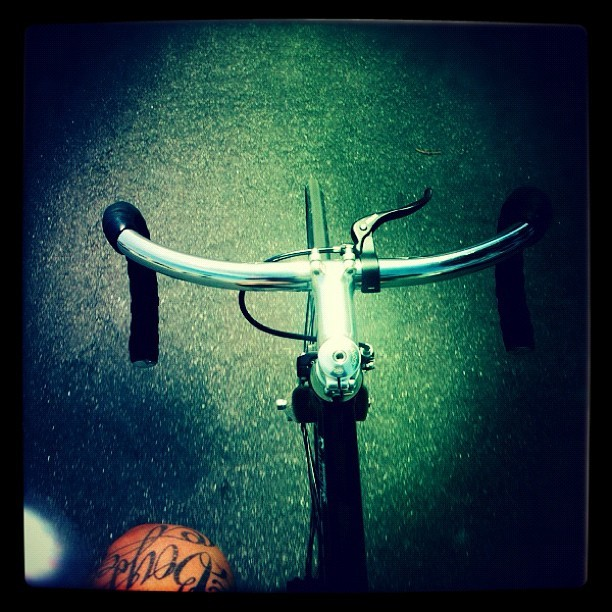 Ending this mornings ride with a typical #hipster #fixie #picture #lol #today was a #good #day #bicycle #cycling #bike #bikeporn #cyclelove #fixie  (Taken with instagram)