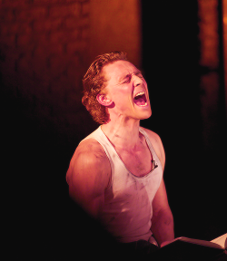 linapotter:  7/100 pictures of Tom Hiddleston