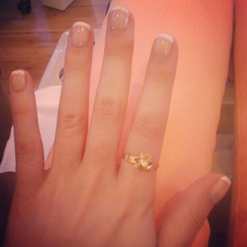 plasticseeds:  Taken with instagram   I want to do my nails like these, as they're looking stylish and natural