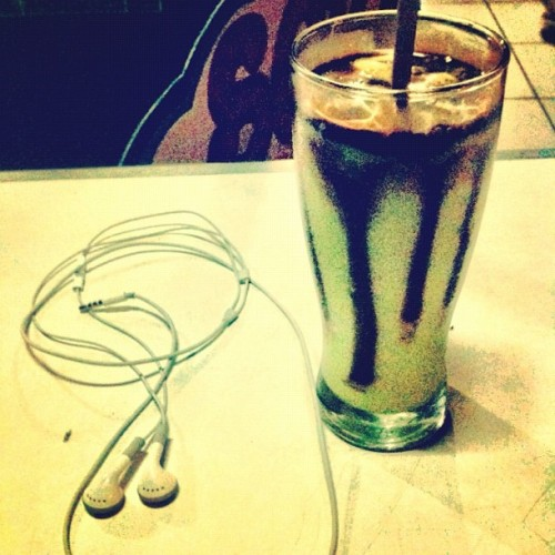 Juice and music #music #song #juice #instagram #skateboard #iphonenesia #webstagram #night #enjoy  (Taken with instagram)