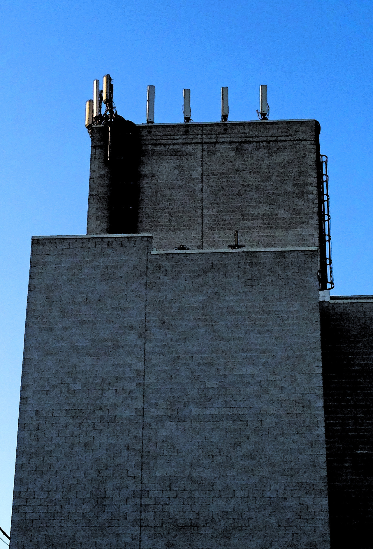 Seen & Noted: Cell Castle — Above the Steppenwolf Theatre, Halstead St., Chicago — BPphoto