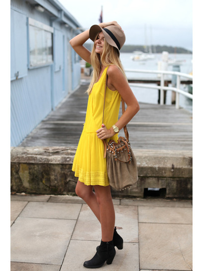 Blogger of the moment: Global fashionista Jessica Stein of Tuula spills to us about her fave designers, trends and places to shop. Learn more about the Internet It girl here »