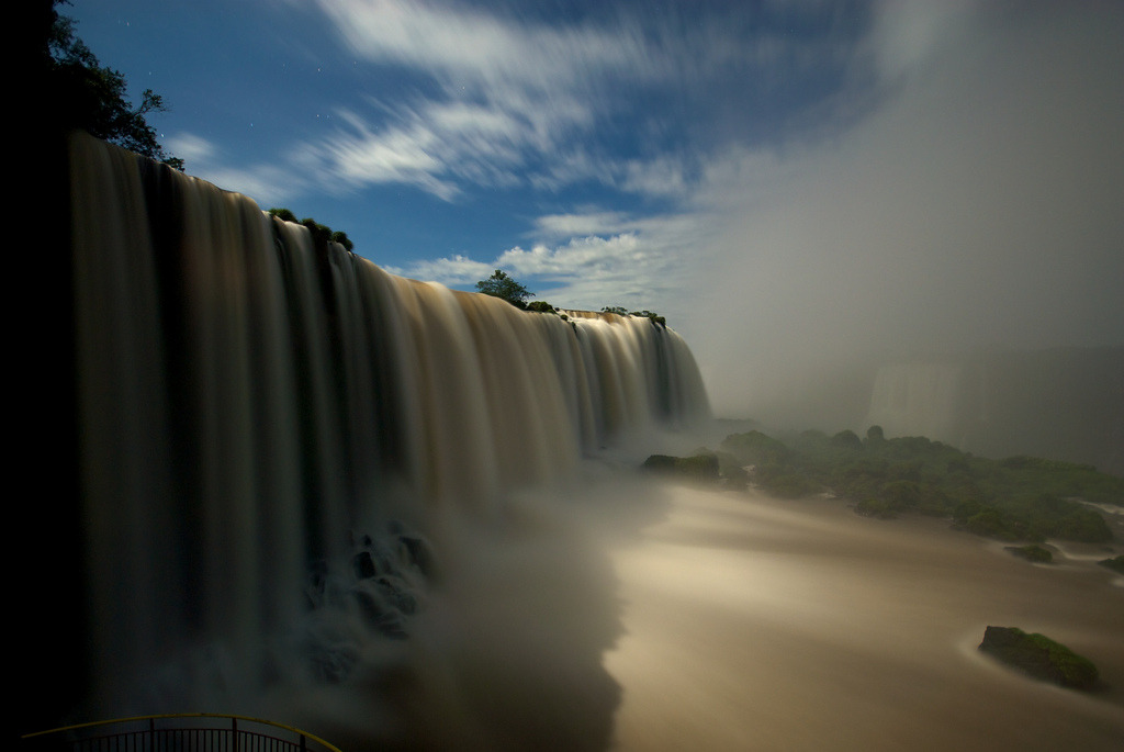The Iguazú falls during full moon. Click here for a blog post about the Iguazú falls.