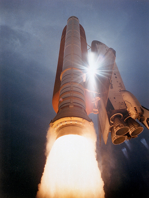 fuckyeahspaceexploration:  Drool. Space shuttle Atlantis, 1991.  3y3 wanted to be an astronaut as a young huebein. when i was led to believe that i was too tall to fit in the cockpit of combat aircraft i changed my goal to being a hip hop creative… TRUEstory