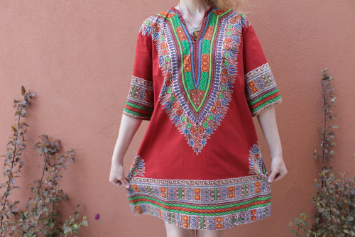 I WANT THIS KAFTAN SO HARD. Will someone buy it for me for my birthday? Or just like… 38 of you Paypal me $1 so I can buy it?