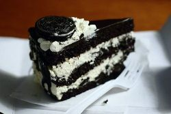 in-my-mouth:  Oreo Cake