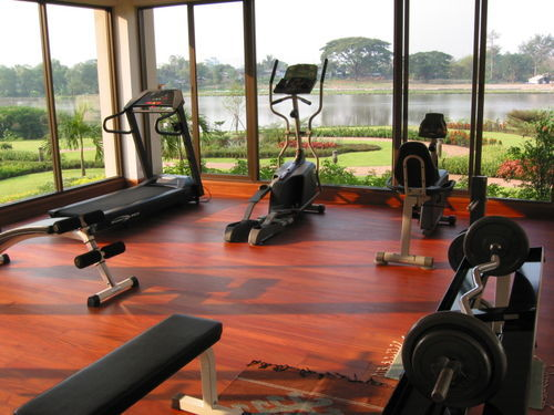 thetreadmilldiaries:  Hope my home gym can one day look like this!! :)