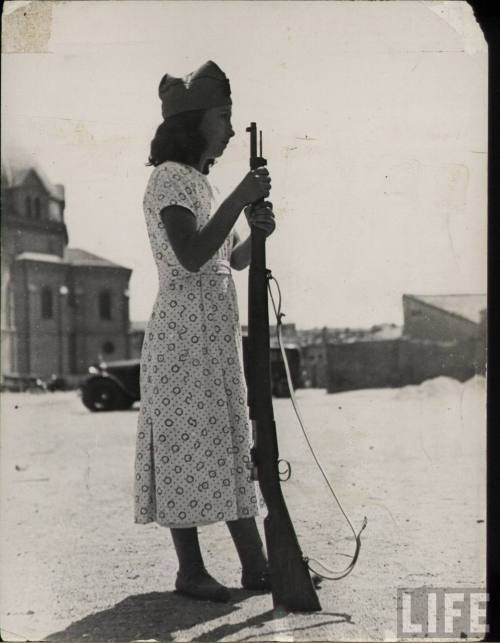 fyeah-history:  Militia woman, Spanish Civil War, c.1936-39