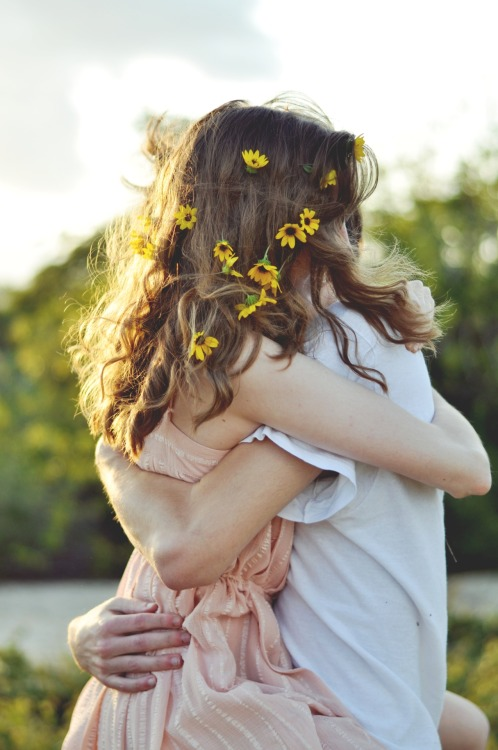 liveloveevintage:  this is perfect, the flowers, the hug, everything