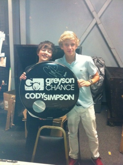 With his bestie, Cody Simpson !!! They're so cool right? Follow This Amazing Enchancers Blog