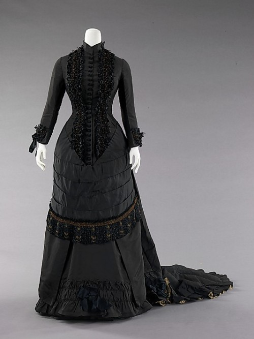 historicalfashion:  Dinner Dress, apparently, it's Spanish!  How exciting!  1880.  The Met.