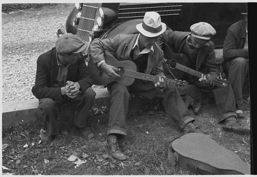 Ben Shahn, Street musicians in Maynardville, Tennessee, USA, October 1935. Source: Library of Congress