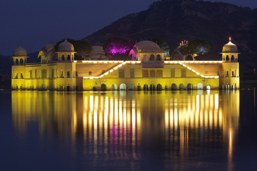 Jal Mahal at night by ★Clandestino on Flickr.