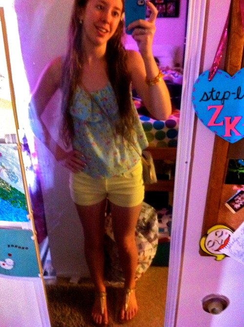 Mirror pic!!! Hahaha it was a warm day today, so I got to go all Cali style Tank and Shorts from Forever 21, sandals are X Appeal, no idea where I got them, some ghetto store at the mall haha