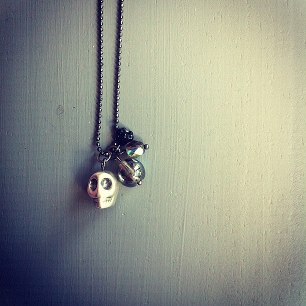 Maybe a new necklace for the shop, what do you think? ;) #etsy #skull #necklace (Pris avec instagram)