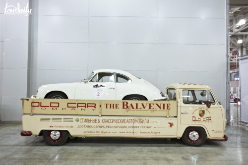 vwkombi:  stretched T2 with a Porsche 356 on the back ♥