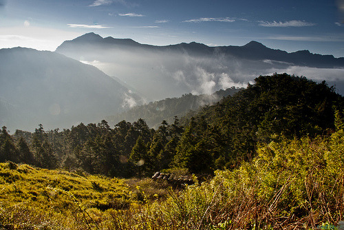 mountainish:  日出。金光。山嵐 (by hhtai)