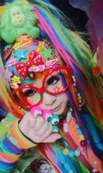 I miss dressing up in crazy decora style! Let's gear up and do a photoshoot sometime Big Sis! <3