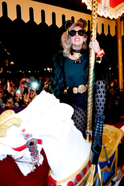 gagasfool:  Ride Ride pony Ride Ride!!  Disney + Gaga = win. love this Italian mostly.