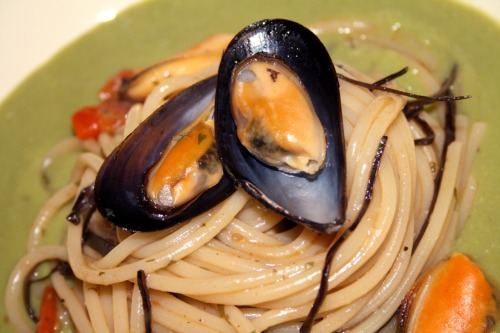 Spaghetti with arame algae and mussels sauté with fresh fava beans cream.  Recipe here: http://lacremebrule.blogspot.it/2012/05/spaghetti-con-alghe-arame-e-soute-di.html