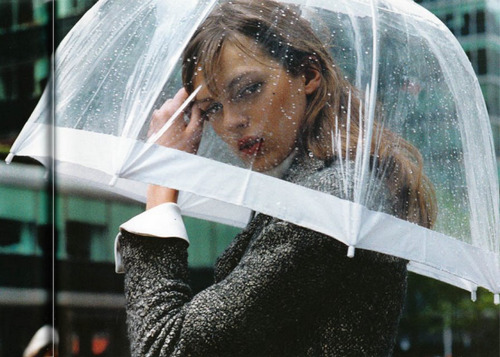 bella-vitta:  cityto-city:  Even umbrellas can be made chic   q'd modelle-s blogsitting for bella-vitta :)