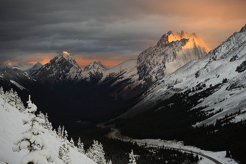 archenland:  Highwood Pass Sunrise (by Goldensoles)