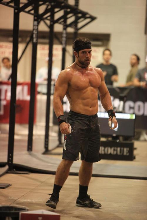 how-bad-do-u-want-it:  quenuncaseaperfecto:  Rich Froning wins the Central East Snatch Ladder at 275lbs  He is such a beast  omg take me now.