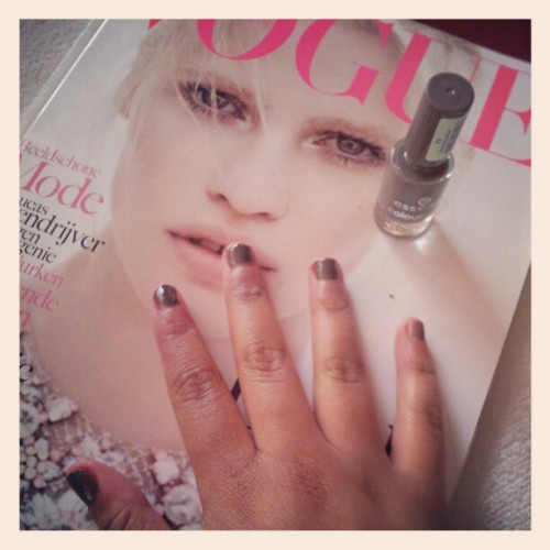 doing my nails #nude #Vogue #lazy  (Taken with instagram)