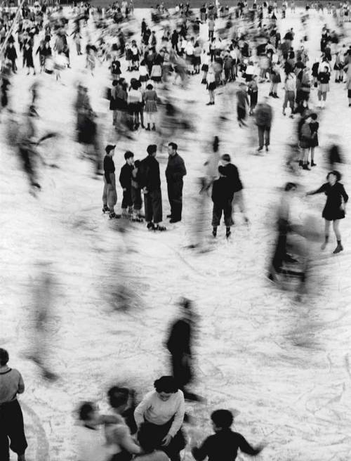 firsttimeuser:  Skaters, 1953 by Mario De Biasi