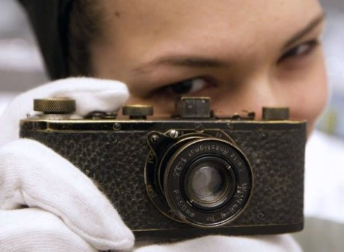 photojojo:  The world record for the most expensive camera ever sold was broken yesterday! Only 12 of the Leica 0-series exist, and this one sold for 2.16 million Euros at auction. Watch the vid of it being auctioned. World's Most Expensive Camera — 2.16 Million Euros