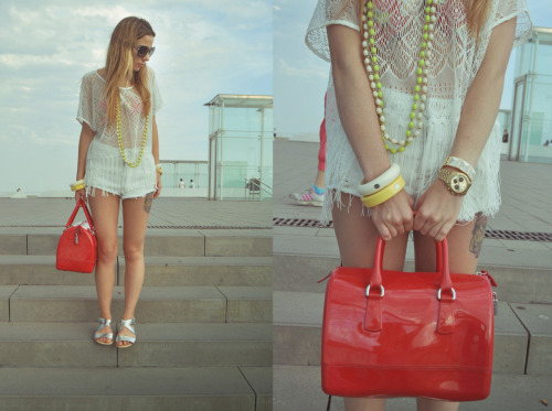 The Huntrend Blouse: H&M Shorts: Topshop Sandals: H&M Bag: Furla Sunglasses: Prada Accessories: Mango